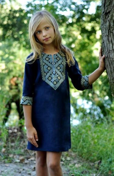 Детское платье прямого кроя из льна
