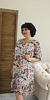 Женское платье свободного кроя выполнено из шифона с подкладкой софт