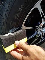 Аппликатор для чернения шин и нанесения защитных составов на пластик автомобиля.