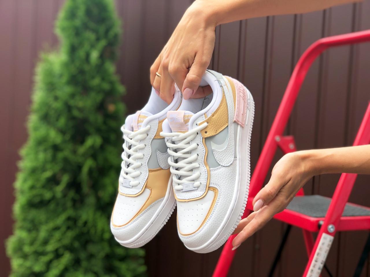 Женские кроссовки Nike Air Force белые. Стильные кроссовки женские белого цвета.