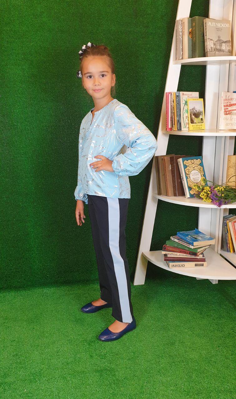 Нарядна блузка для дівчинки на ріст 128,134,140,146,152 блакитний