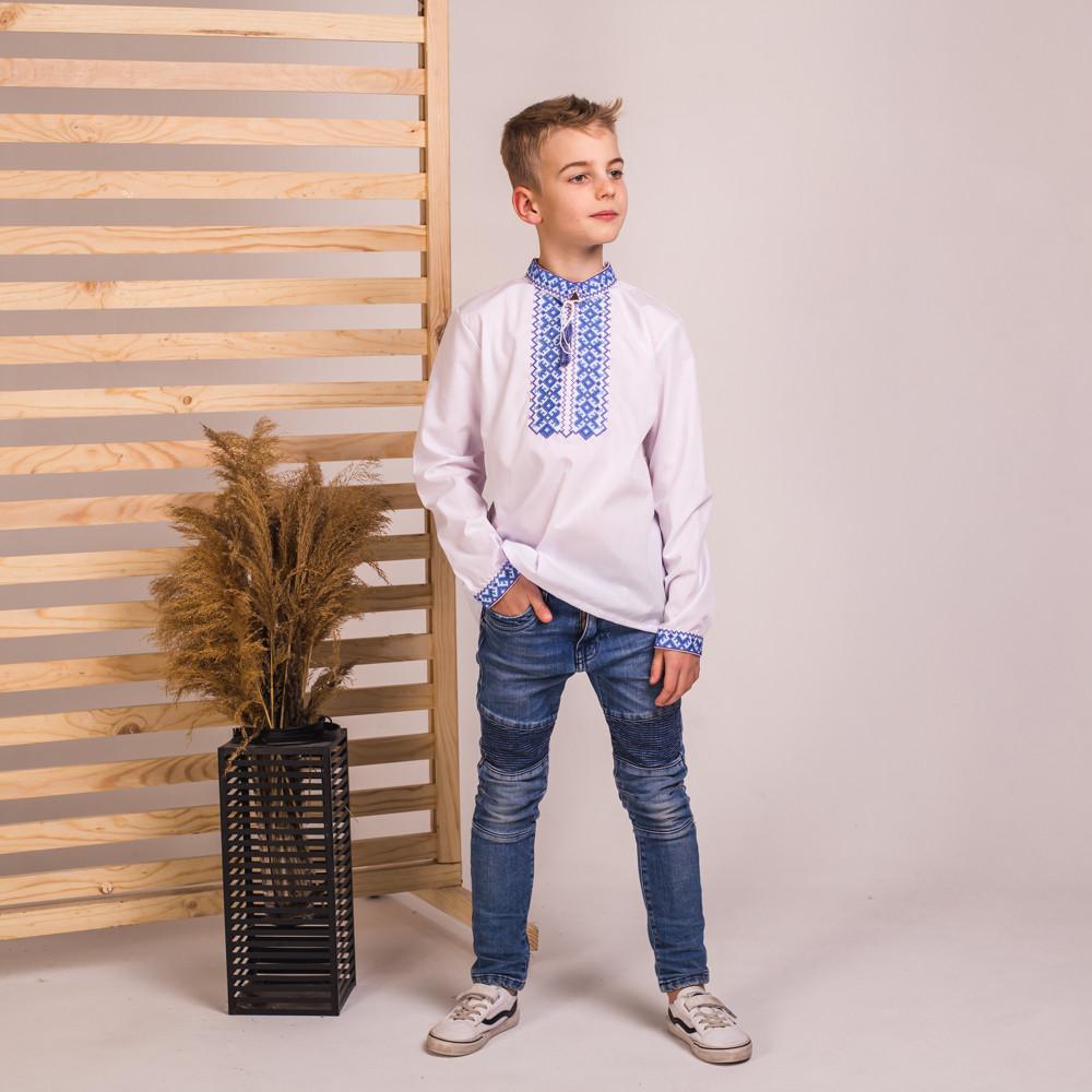 Вишиванка на хлопчика Назар з синьою вишивкою