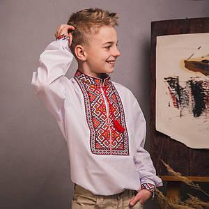 Подростковая вышиванка с красно-оранжевой вышивкой