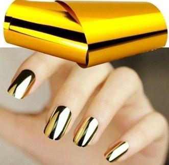 Фольга для маникюра на ногтях золотая