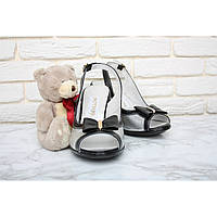 Босоножки на каблуке с открытым носком  36