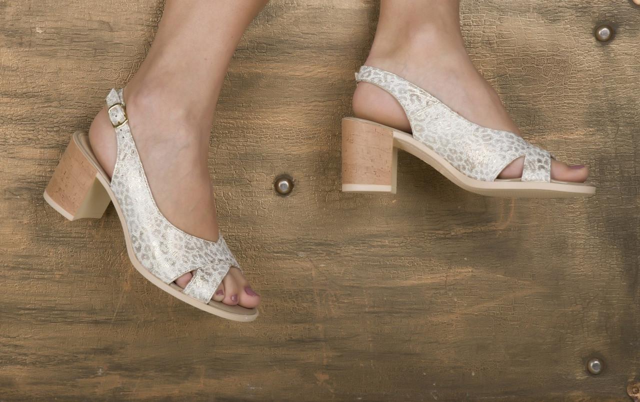 Женские босоножки с открытым носком на каблуке  38 , 40