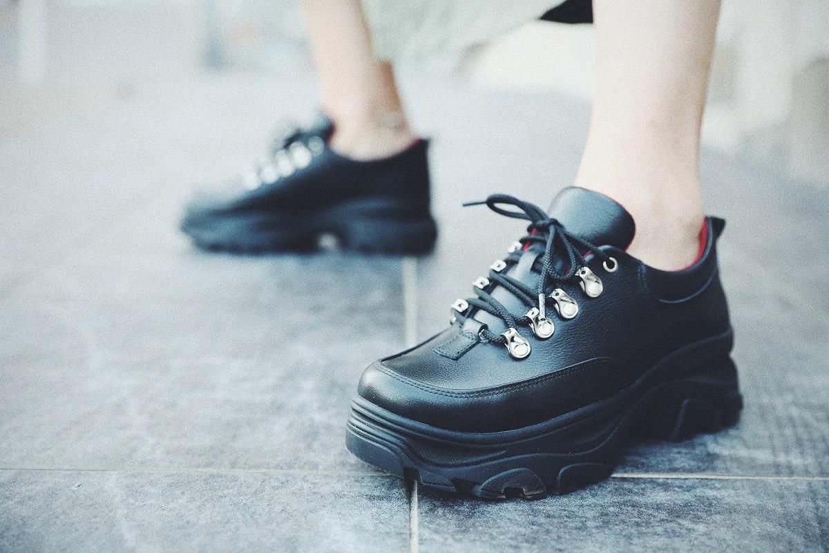 Женские ботинки на шнуровке с широкой подошвой
