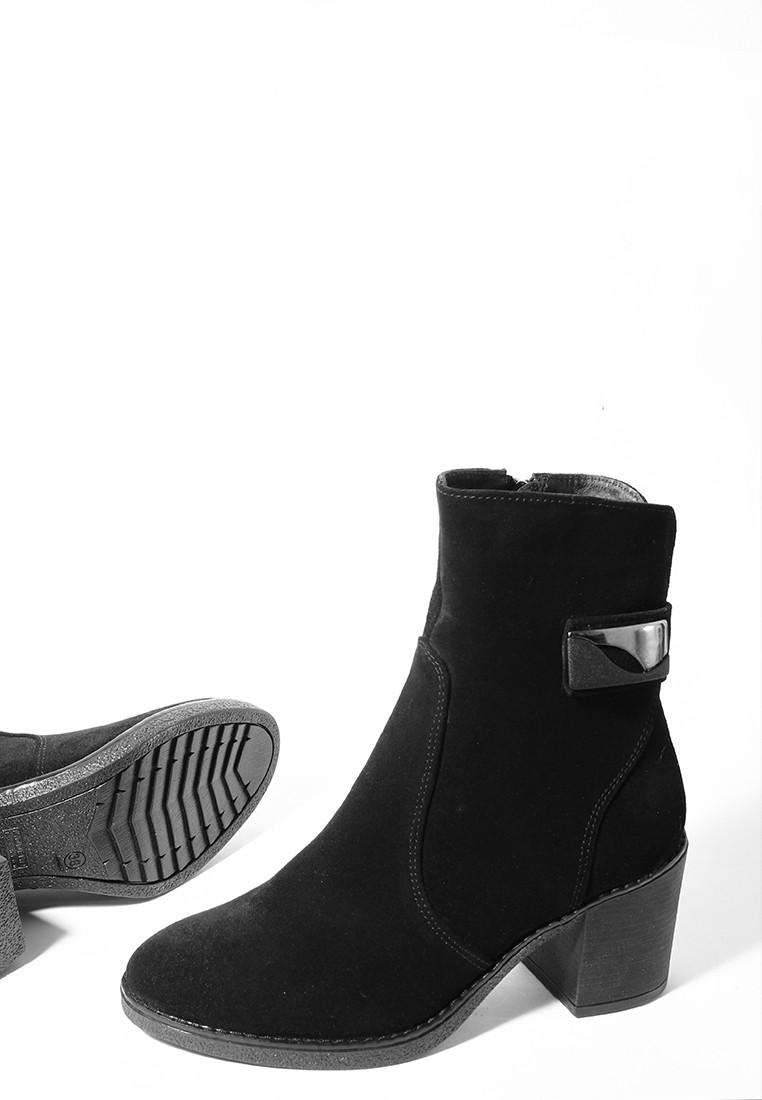 Осенние женские ботинки черного цвета на квадратном небольшом каблуке