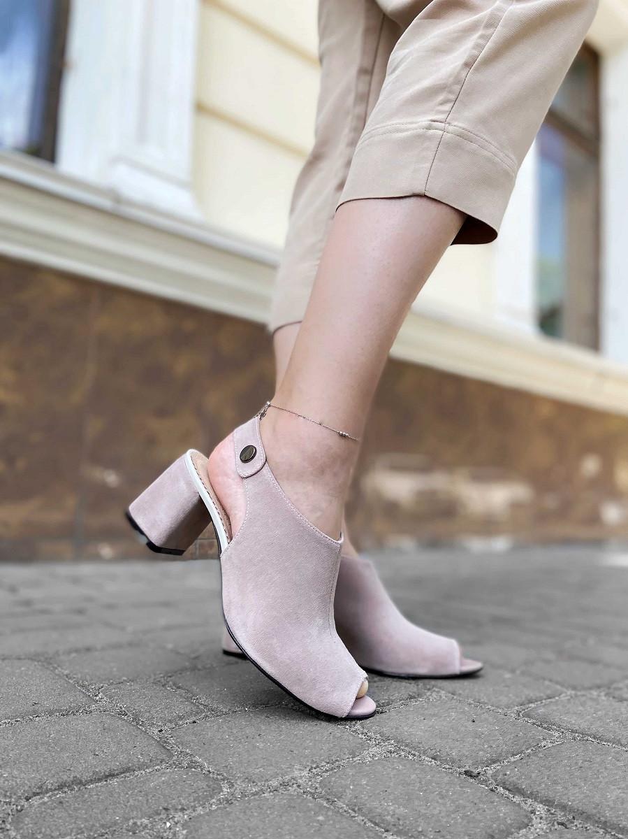 Закрытые босоножки с открытым носком пудровые 40 размер