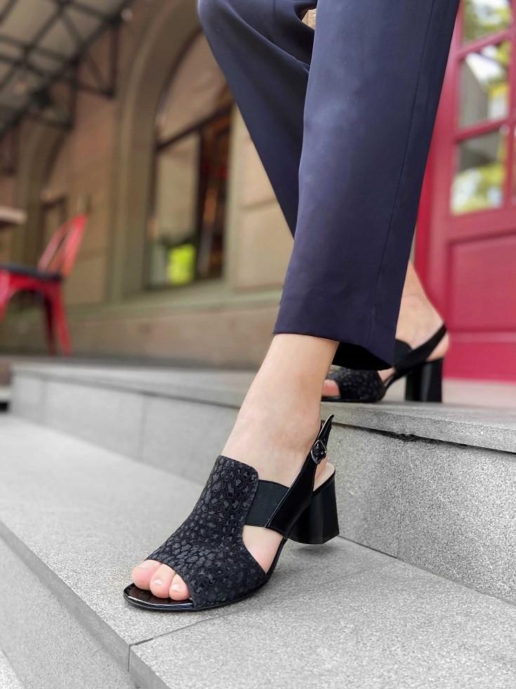 Черные женские босоножки на квадратном каблуке  36,38,39
