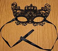 Маска ажурная кружевная карнавальная держит форму корона_королева