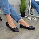Женские кожаные туфли с заостренным носком, декорированы фурнитурой., фото 2