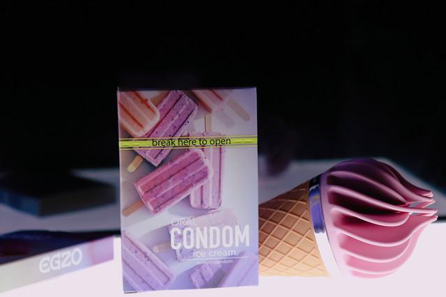 презервативы со вкусом мороженного. Очень приятный аромат, безопасная смазка. Прочные презервативы в 1 упаковке 3 презерватива