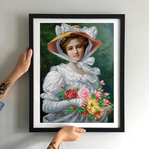 Картина Элегантная леди с букетом роз, худ. Эмили Вернон ММРП-005 [Материал: Габардин подклеенный флизелином]