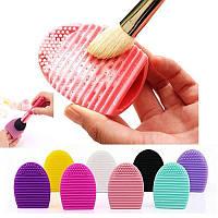 Яйце-очищувач для косметичних пензлів щітка Colordance BrushEgg / Яйцо-очиститель для кистей щетка BrushEgg