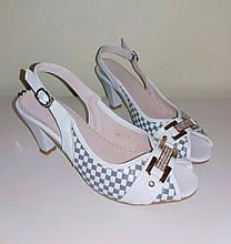 Босоножки женские на каблуке Mine р.36 Белый