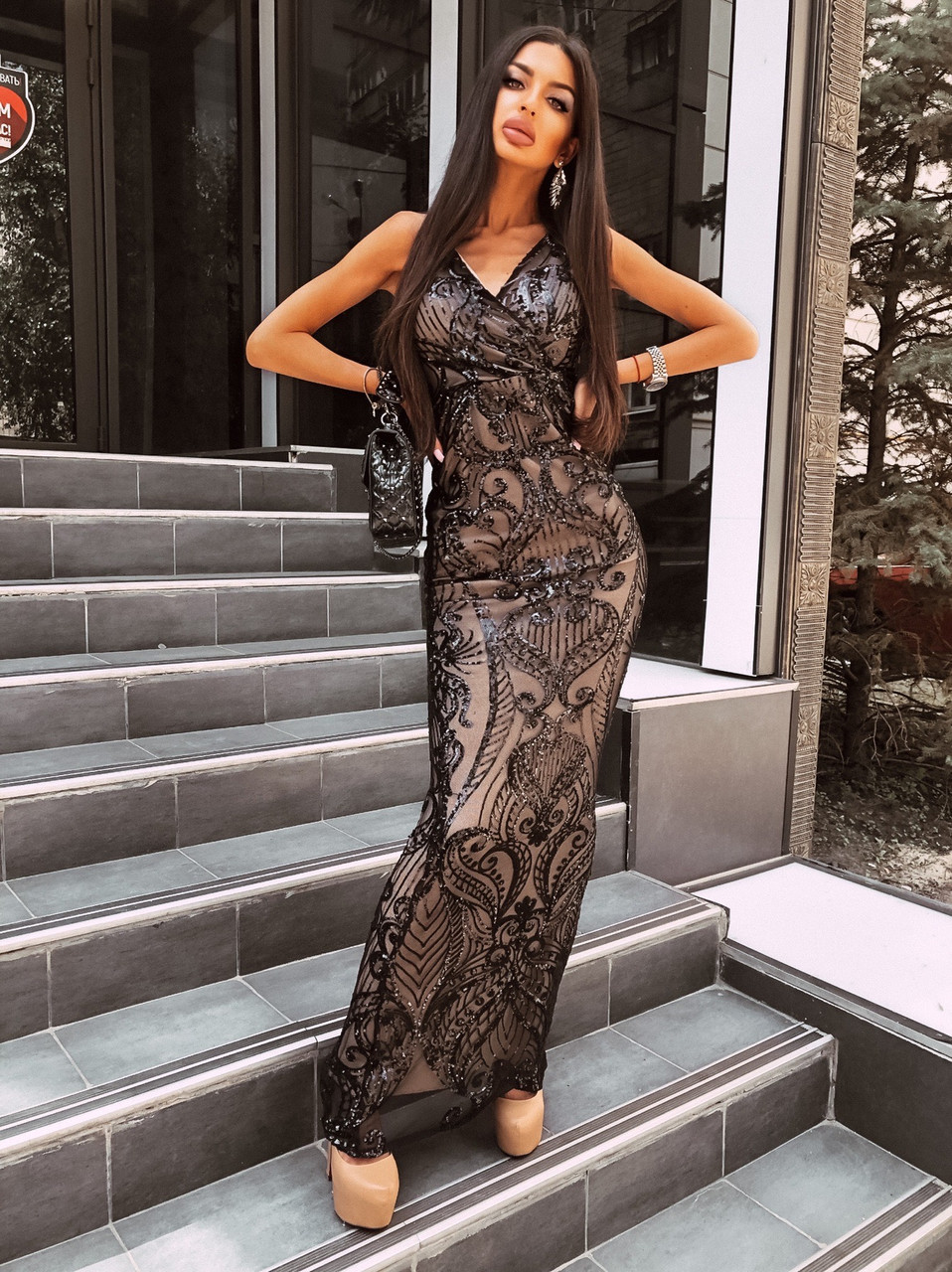 Вечернее длинное платье из черное сетки с пайетками на подкладе без рукава 66py1500Е
