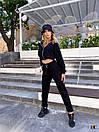 Трикотажный брючный костюм в черном цвете с укороченной мастеркой на молнии 31ks1023, фото 3