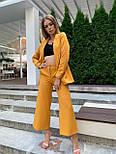 Женский горчичный брючный костюм: удлиненный пиджак и брюки кюлоты, с поясом, фото 4