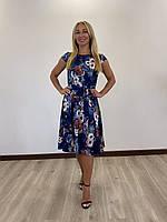 Летнее платье с цветочным принтом синее