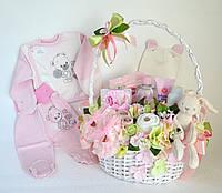Букет новорожденному из косметики и вещей