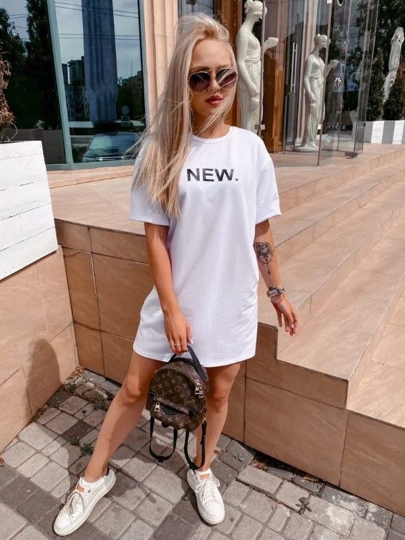 Платье-футболка широкое на лето белое