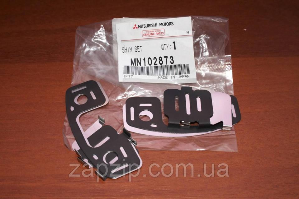 Комплект пластин заднего суппорта MMC - MN102873 Lancer IX, Outlander