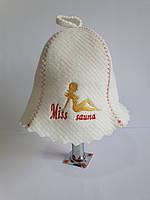 Шапка для бані та сауни з яскравою вишивкою Miss sauna, фото 1