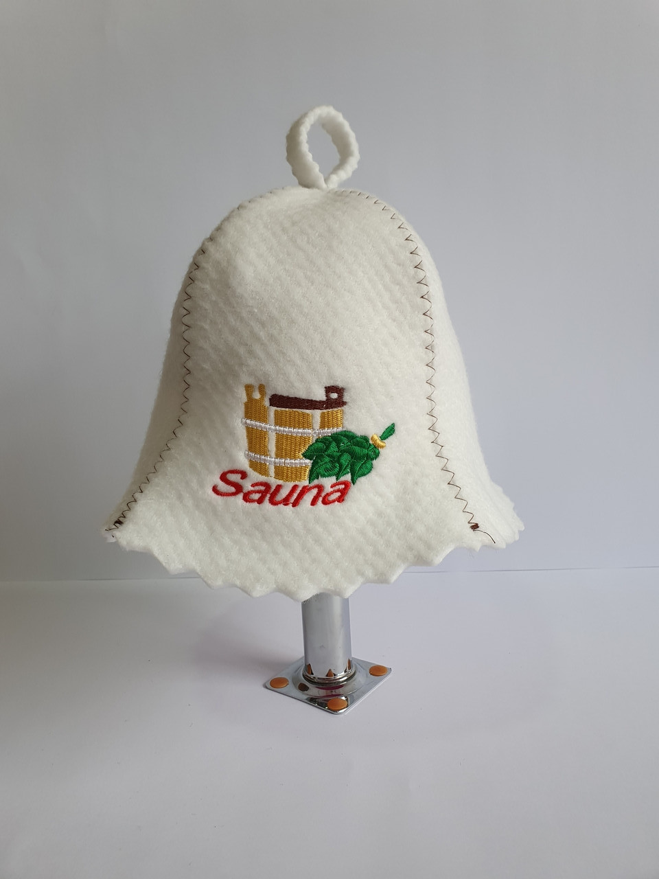 Шапка для бані та сауни з яскравою вишивкою Кадушка Sauna з віником