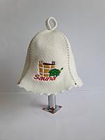 Шапка для бані та сауни з яскравою вишивкою Кадушка Sauna з віником, фото 1