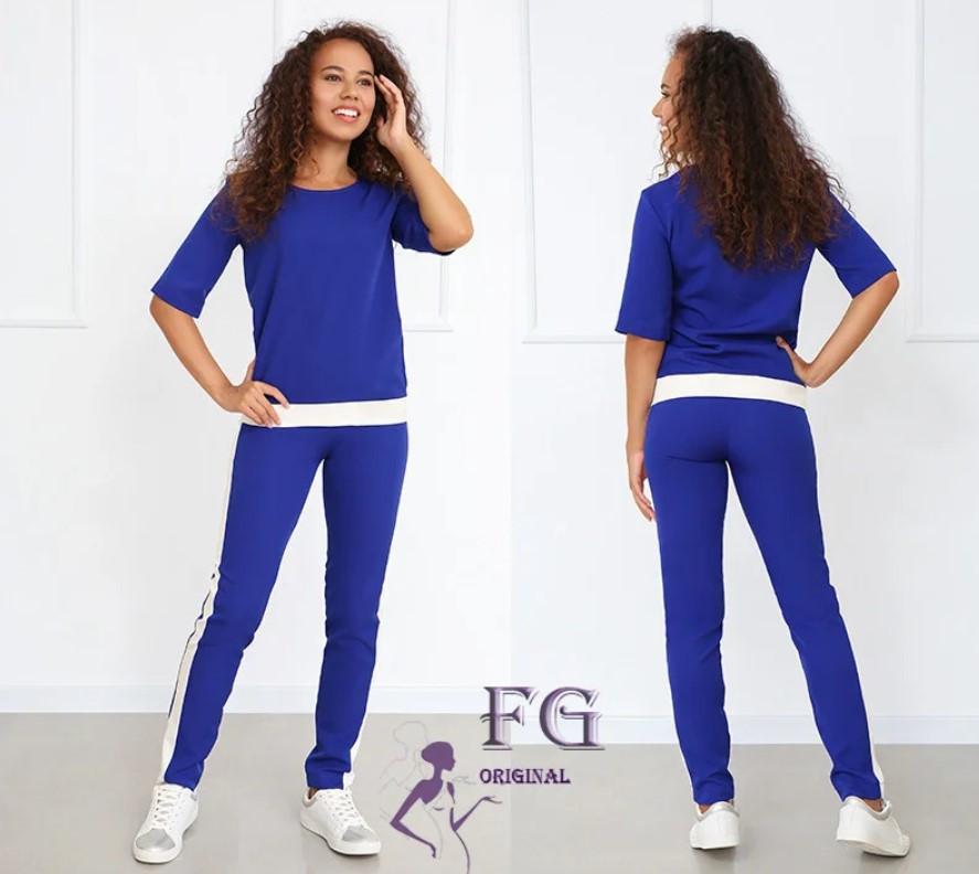 Синий брючный костюм с карманами для женщин размеры 50-52