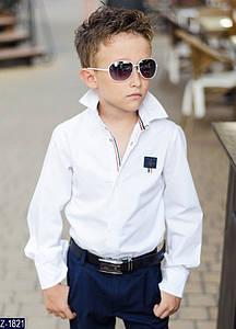 Стильная рубашка на мальчика изготовлена из турецкой рубашечной ткани, пришивной значок. Цвета - синий, белый.