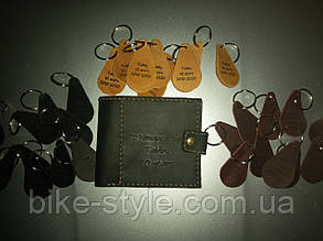 Изготовление кожаных брелков, бирок, ярлыков