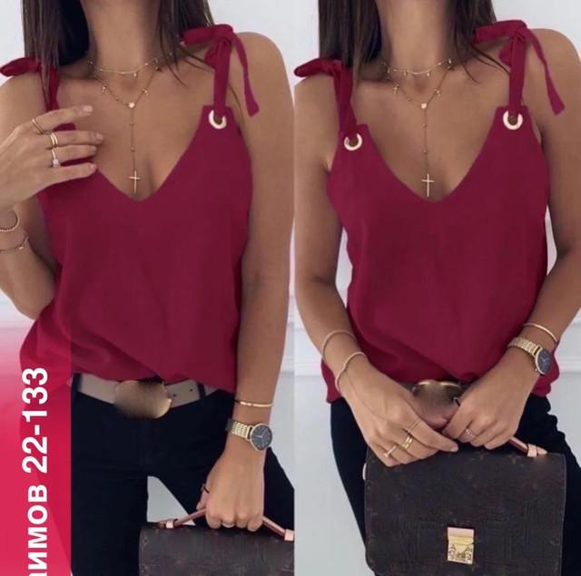 Летняя бордовая блузка с завязками и люверсами