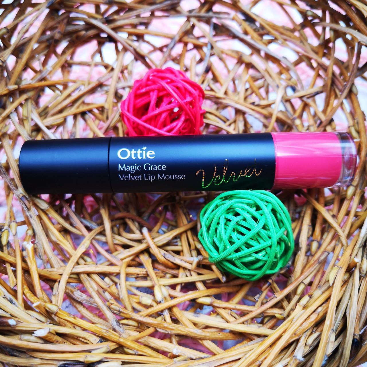 Ottie Жидкая матовая помада-мусс 2 в 1 для губ и щек 04 Scarlet Pink Magic Grace Velvet Lip Mousse