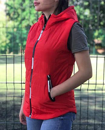 Жилет женский красный демисезонный на синтепоне с капюшоном 44 р. BR-S (1230523299), фото 2
