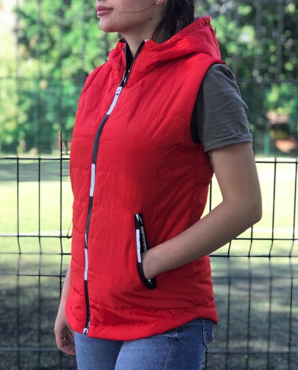 Жилет женский красный демисезонный на синтепоне с капюшоном 44 р. BR-S (1230523299)