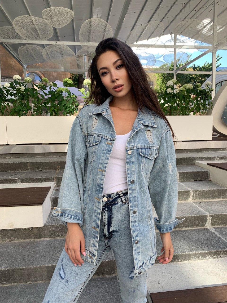 Женская удлиненная джинсовая куртка с потертостями 42-46 р