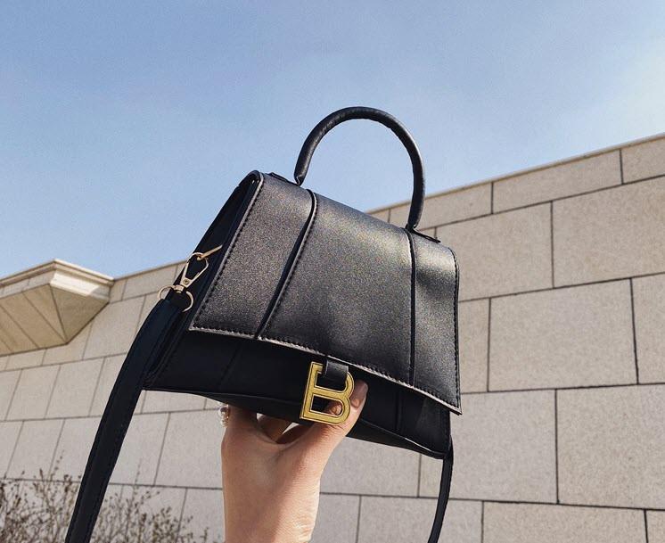 Стильная сумка сундучок на ремешке В