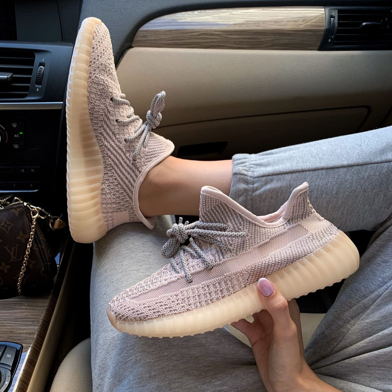 Женские кроссовки Adidas Yeezy Boost 350 V2 Synth Full Reflective