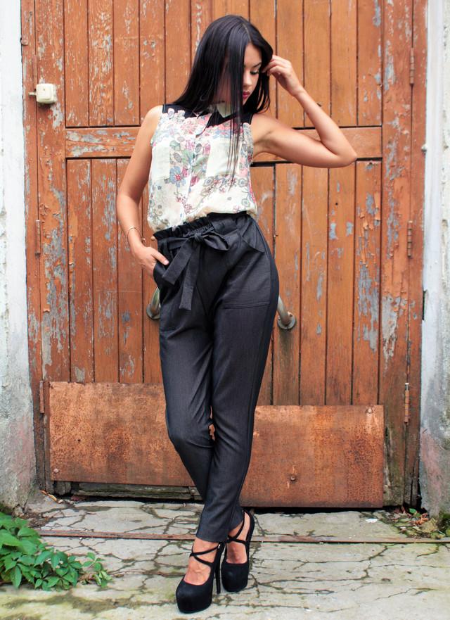 Женские темно-серые брюки с завышенной талией