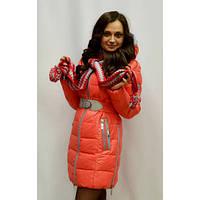 Молодежная зимняя куртка с шарфом  стеганная в ярком цвете