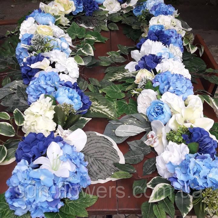 Квіткова композиція на арку синьо-блакитна
