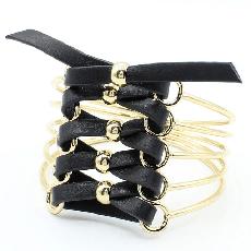 Женские браслеты из стали. Металлические женские браслеты