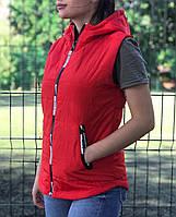 Жилет женский красный демисезонный на синтепоне с капюшоном 1230523299