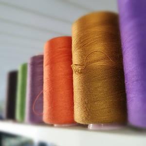 Нитка швейная 40/2 под ткань в заказе