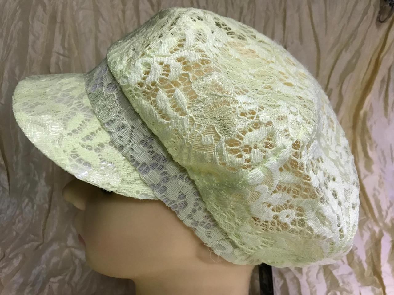 Гипюровая  кепка с хлястиком и пряжкой с камнями цвет жёлтый и белый