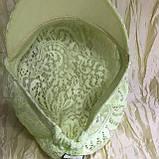 Гипюровая  кепка с хлястиком и пряжкой с камнями цвет жёлтый и белый, фото 2