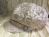 Гипюровая  кепка с хлястиком и пряжкой с камнями цвет жёлтый и белый, фото 4