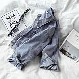 Короткая женская джинсовая куртка с карманами на груди 6801312, фото 3